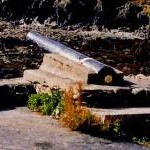 Niarbyl - Cannon in front of thatched cottage