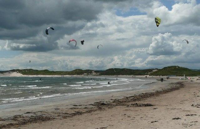 Beadnell Bay   Northumberland   UK Beach Guide   640 x 413 jpeg 53kB